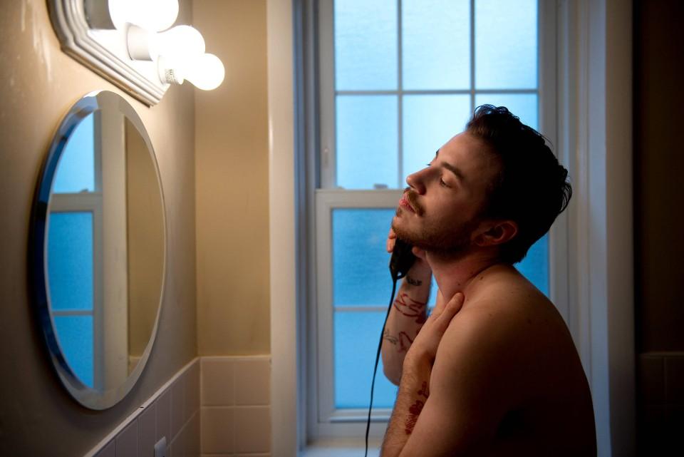 """""""Zu Anfang habe ich meinen Freunden gesagt, dass ich mir einen Bart wünsche – und sie so auf meine Geschlechtsumwandlung vorbereitet. Inzwischen habe ich einen schönen roten Bart, auf den ich sehr stolz bin."""""""