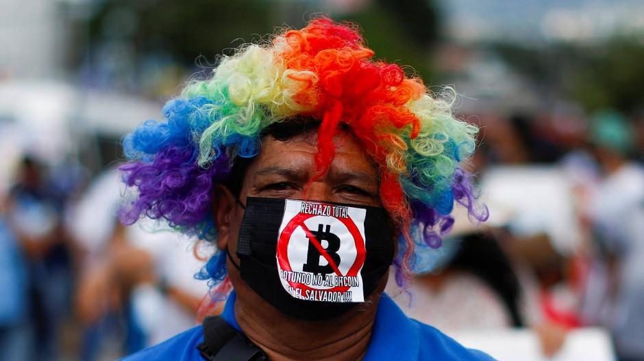 """Komplette Ablehnung von Bitcoin in El Salvador"": Demonstration gegen den Bitcoin in San Salvador"