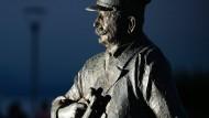Sein Wille wird in Friedrichshafen unterschiedlich interpretiert: Ferdinand Graf von Zeppelin