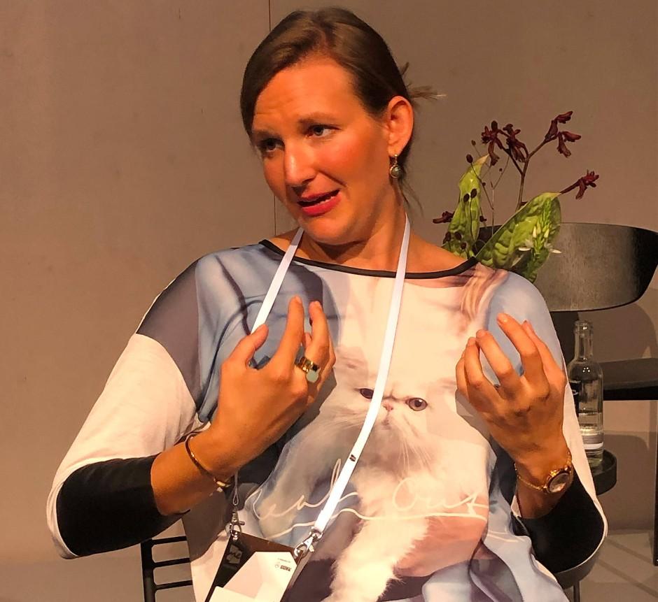 Simone Burel diskutiert auf der Me Convention in einem Workshop genderspezifische Sprache.