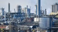 Industrieanlagen des Chemiekonzerns BASF in Ludwigshafen