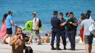 Zwischen Urlaubern und Soldaten: Biarritz bereitet sich auf die Ankunft von Angela Merkel und Donald Trump vor.