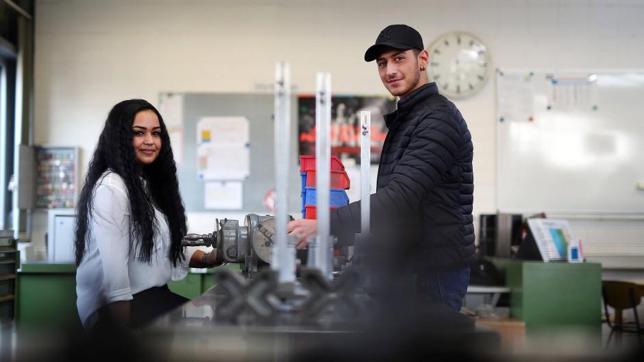 Welche Geschichten werden sie einmal erzählen?  Esra Öznazik und Kaufe Gedik sind die letzten Auszubildenden im Bergwerk Prosper Haniel in Bottrop.