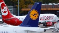 Nach einer Teilübernahme von Air Berlin drohen der Lufthansa Auflagen von den Kartellbehörden.