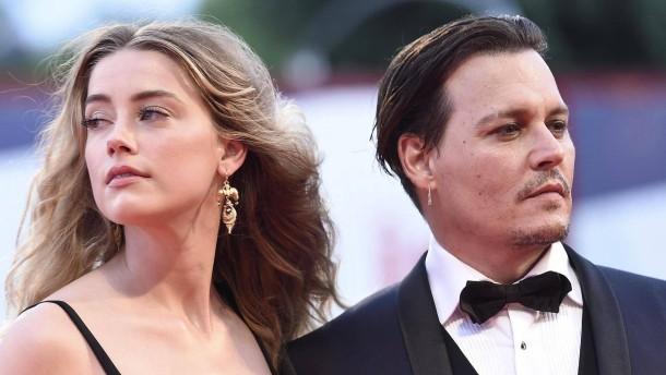Johnny Depp muss sich von Ehefrau fernhalten