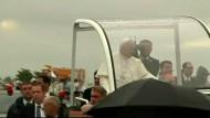 Das Oberhaupt der katholischen Kirche erstmalig außerhalb Italiens unterwegs.