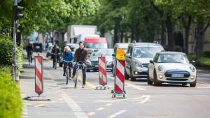 Frankfurter Radler dürfen jetzt auch auf die Fahrbahn