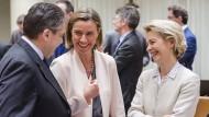 Die Stimmung ist gut in Brüssel: Außenminister Sigmar Gabriel, die EU-Außenbeauftragte Federica Mogherini und die Verteidigungsministerin Ursula von der Leyen
