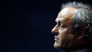 Platini weiter für Russland und Qatar