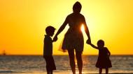 Ein paar Stunden am Tag die Kinder betreuen und vielleicht etwas im Haushalt helfen – so stellen sich viele den Alltag als Au-pair vor.