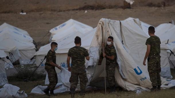 EU baut neues Zeltlager auf Lesbos