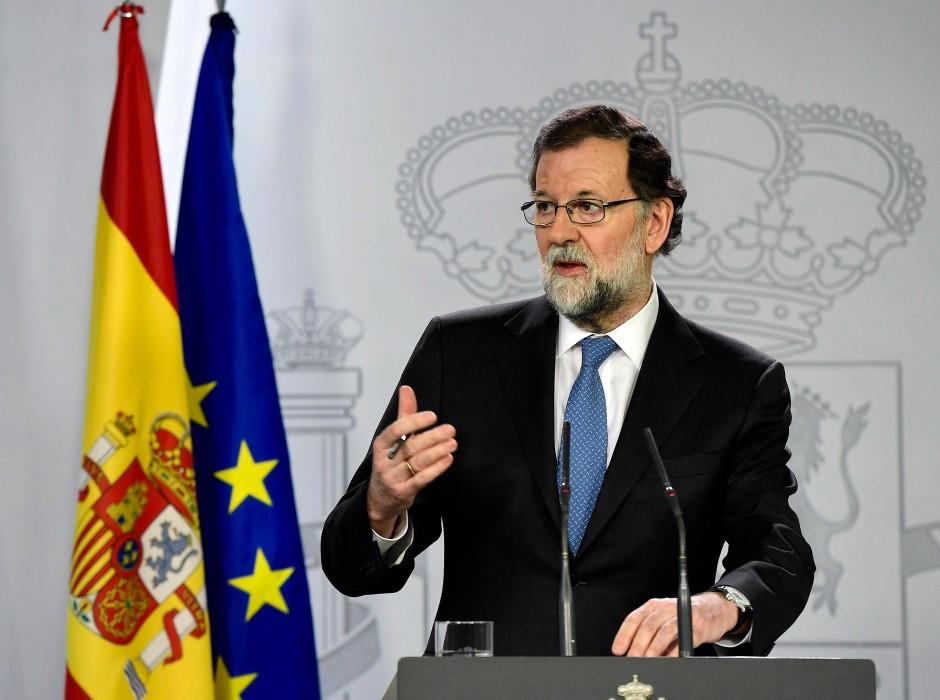 Der spanische Ministerpräsident Mariano Rajoy tritt am Freitagabend vor die Presse