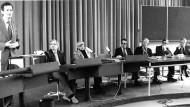 Konferenz mit Norbert Elias (dritter von links) am ZiF