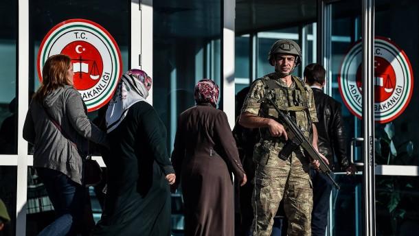 Zwei Deutsche aus türkischer Haft entlassen