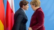 Harmonisch: Szydlo und Merkel bei der Pressekonferenz am Freitag im Kanzleramt. Ansonsten herrscht zwischen Warschau und Berlin eher eisige Stimmung.