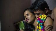 Fotografin Sandra Hoyn zeigt das Leben der 23 Jahre alten Prostituierten Meghla in der Stadt Tangail in Bangladesch. Mehr als 700 Menschen prostituieren sich im ältesten Bordell des Landes. Ihre Kunden sind Polizisten, Politiker, aber auch Fischer, Fabrikarbeiter und Teenager.
