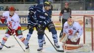 Adler und DEG gewinnen Meisterschafts-Halbfinalauftakt