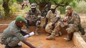 Kabinett will mehr Soldaten in Mali und Afghanistan
