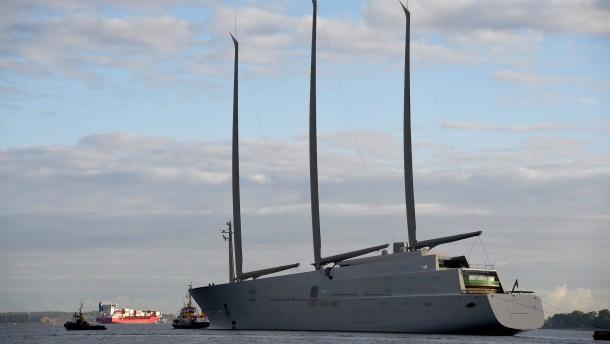 Modernste yacht der welt  Größte Segeljacht der Welt verlässt Kieler Werft