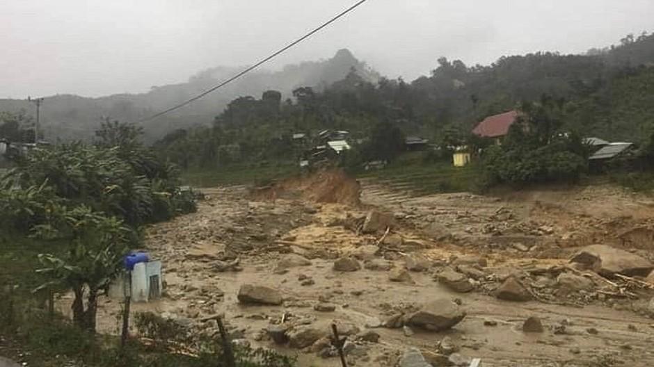 In der Provinz Quang Nam in Vietnam herrscht Verwüstung nach dem Taifun Molave und anschließenden Erdrutschen.