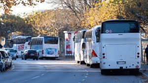 Wie Reisebusse Frankfurts City überrollen