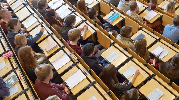 Hochschullehrer beklagen Meinungsklima an Universitäten