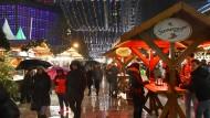 Keine Angst: Tage nach dem Anschlag sind die Berliner zurück auf dem Weihnachtsmarkt am Breitscheidplatz