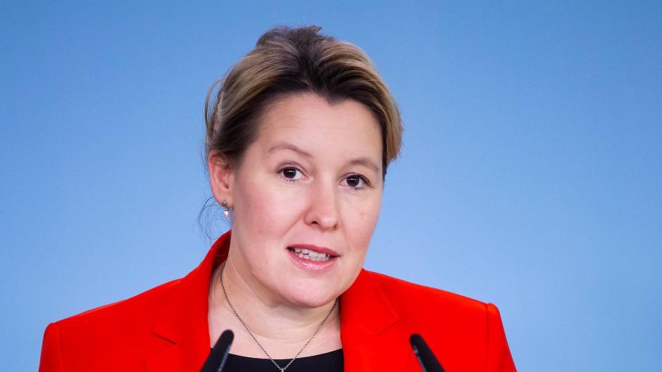 """""""Kinderschutz auch Gesundheitsschutz"""": Giffey bei einer Pressekonferenz in Berlin"""