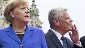 Pöbeleien bei der Einheitsfeier - Merkel fordert Respekt
