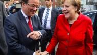 Laschet und Merkel beim Wahlkampfauftakt: Vorwurf der Arroganz der Macht gegen Landesregierung