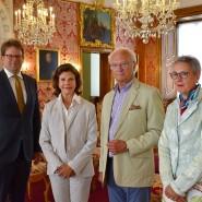 Königin Silvia und König Carl Gustaf von Schweden mit dem Oberbürgermeister von Fulda, Heiko Wingenfeld (links), und Tourismus-Chefin Elisabeth Schrimpf (rechts)