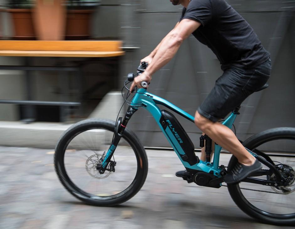 Hebt die Schranke der Schwerkraft auf: das E-Mountainbike