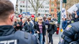 300 Gegendemonstranten bei Mahnwache