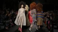 Models präsentieren bei der London Fahion Week die Kollektion des Labels Ashish – wenn die Kleider auf den Markt kommen, ist Großbritannien wohl nicht mehr in der Europäischen Union.