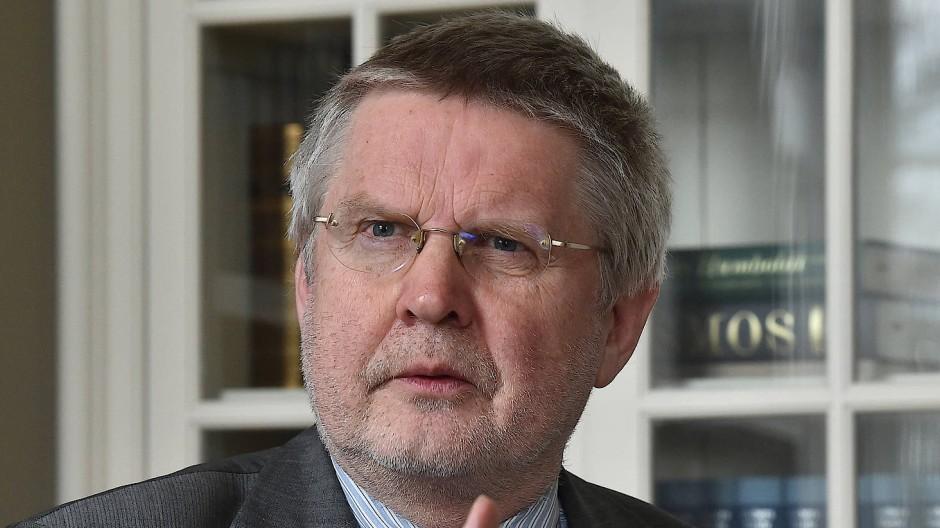 Hans-Günter Henneke vertritt als Geschäftsführendes Präsidialmitglied des Deutschen Landkreistages die Interessen der Kommunen.