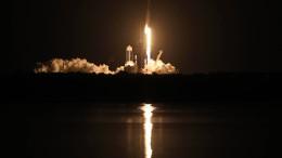Vier Astronauten starten ins All