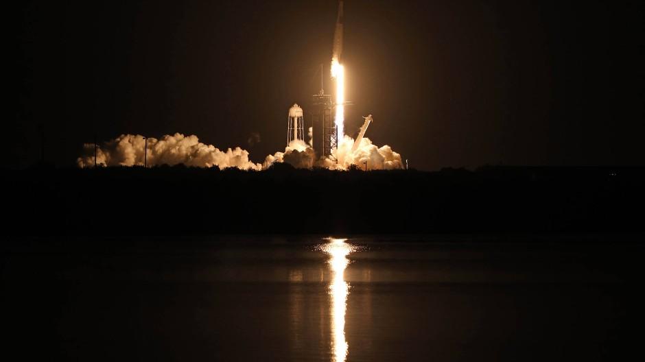 Am Sonntagabend brach die neue SpaceX zu einer Weltraummission auf.