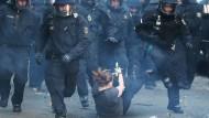 Festnahmen und Verletzte bei Mai-Krawallen