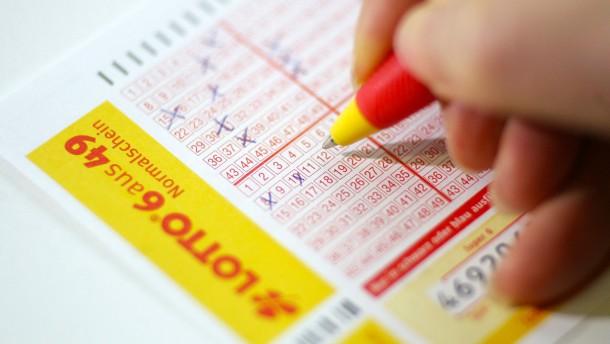 Lottospielen wird um zwanzig Prozent teurer