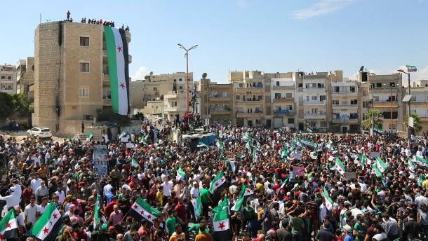 Syrische Regierung startet schwere Angriffe auf Idlib