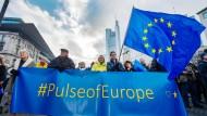 """""""Wir überlassen Europa nicht Wilders, Le Pen, Petry und Höcke!"""" - auch Frankfurts Oberbürgermeister sprach bei der """"Pulse of Europe""""-Demonstration."""