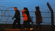 England schickt Polizisten nach Calais