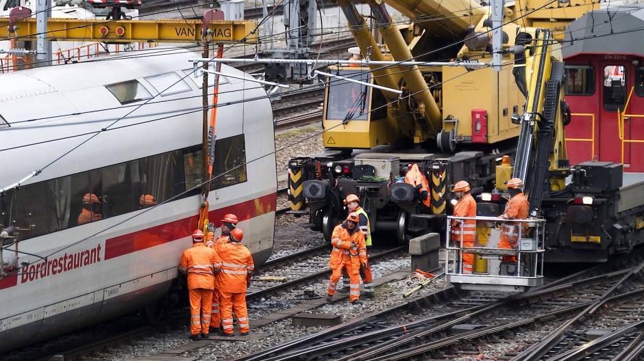 Basel: Entgleister Zug beeinträchtigt Fernverkehr in Schweiz