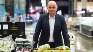 Metro Vorstandsvorsitzender Olaf Koch muss am Donnerstag über das abgelaufene Geschäftsjahr berichten – um Fragen zum schleppenden Real-Verkauf wird er dabei nicht herumkommen.