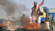Tausende protestieren gegen Regierung in Pakistan