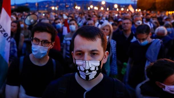 Will Orbán kritische Journalisten zum Schweigen bringen?