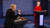 Souveräne Clinton kontert atemlosen Trump