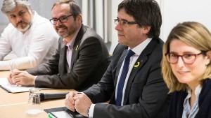 Kataloniens Separatisten halten an Puigdemont fest