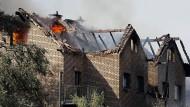 Hausbrand in Siegburg: Die Flammen fragen nicht nach der Rechnung.