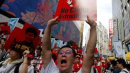 Massenproteste gegen neues Auslieferungsgesetz